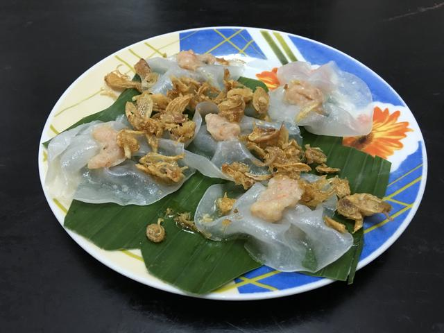Wrose (banh bao vac) a type of shrimp dumpling and the traditional Hoi An Food White Rose