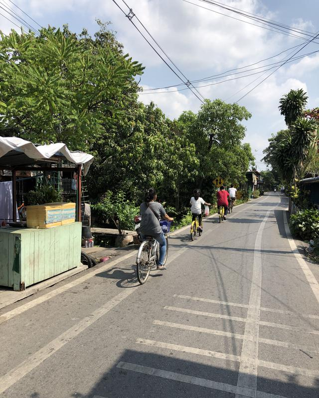 Cycling at Bang Kacha, bangkok Thailand