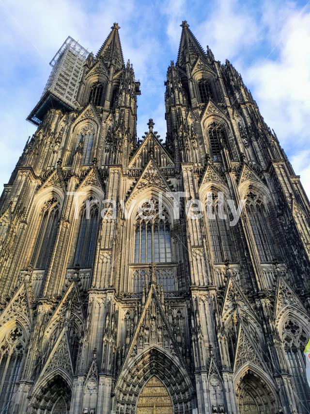 The facade of the Cologne cathedral (Kölner dom)