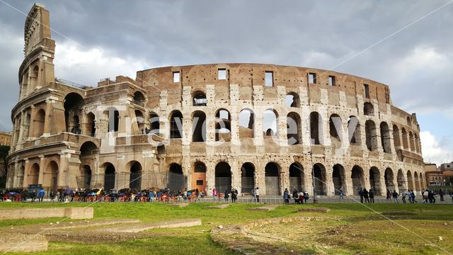 Tourist in front of the Colosseum, flavian Amphitheatre in Rome, Italy