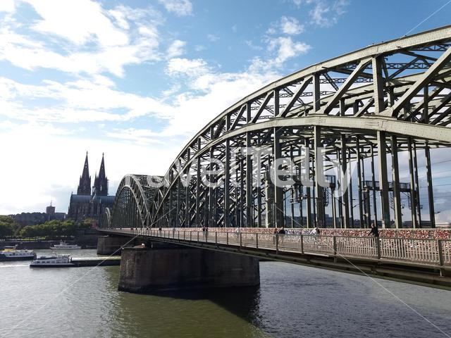 Hohenzollern bridge in köln