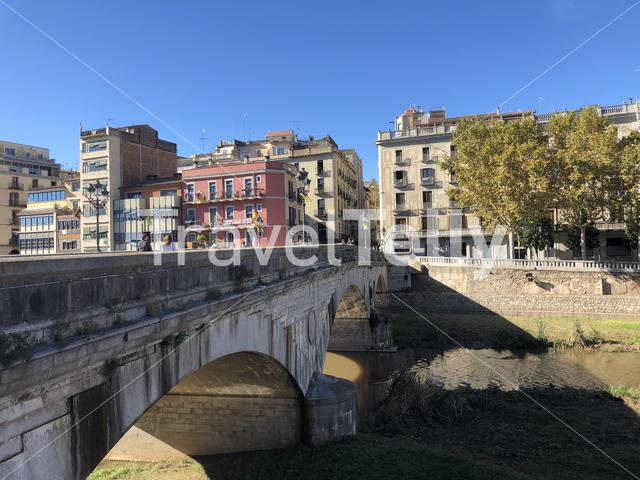 Pont de Pedra bridge over the Onyar river in Girona, Spain