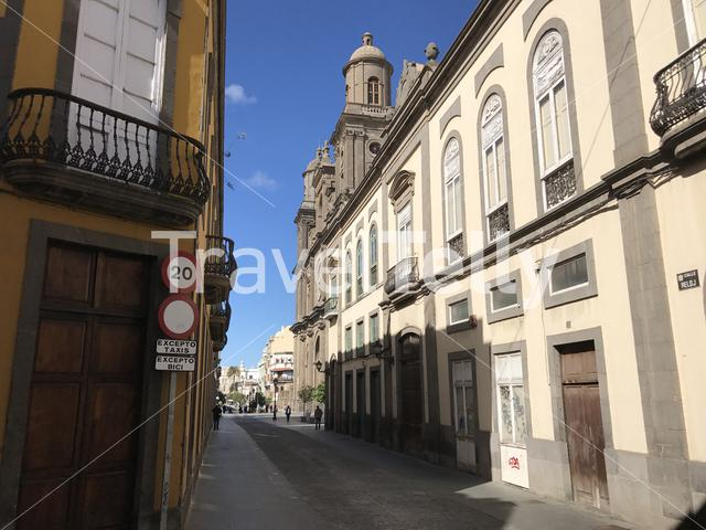 Street with the Las Palmas Cathedral in Gran Canaria