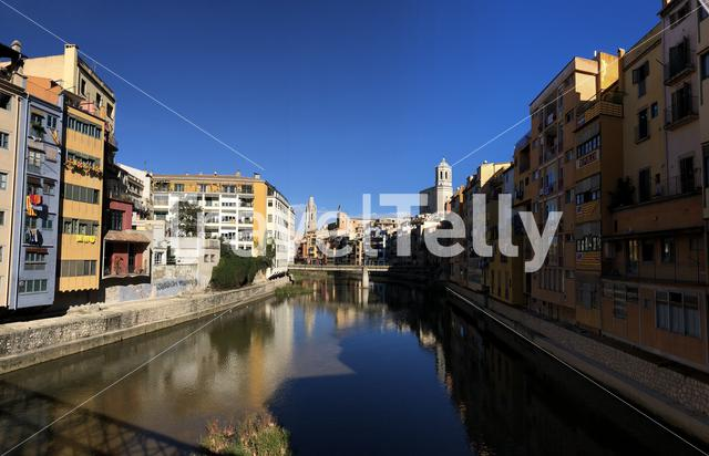 View from the Pont de les Peixateries Velles bridge over the onyar river in Girona, Spain