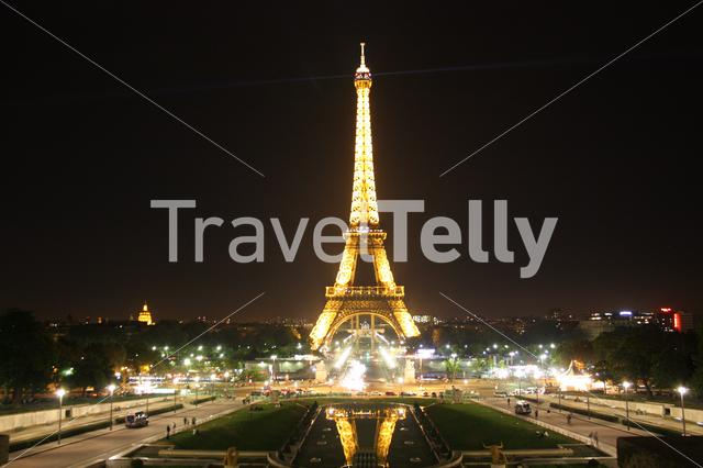 Eiffel tower at night from the Trocadéro Gardens in Paris
